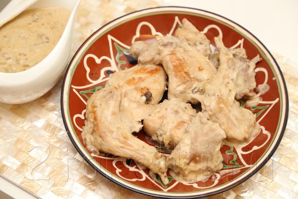 Кролик с орехами и изюмом в сметанном соусе 13