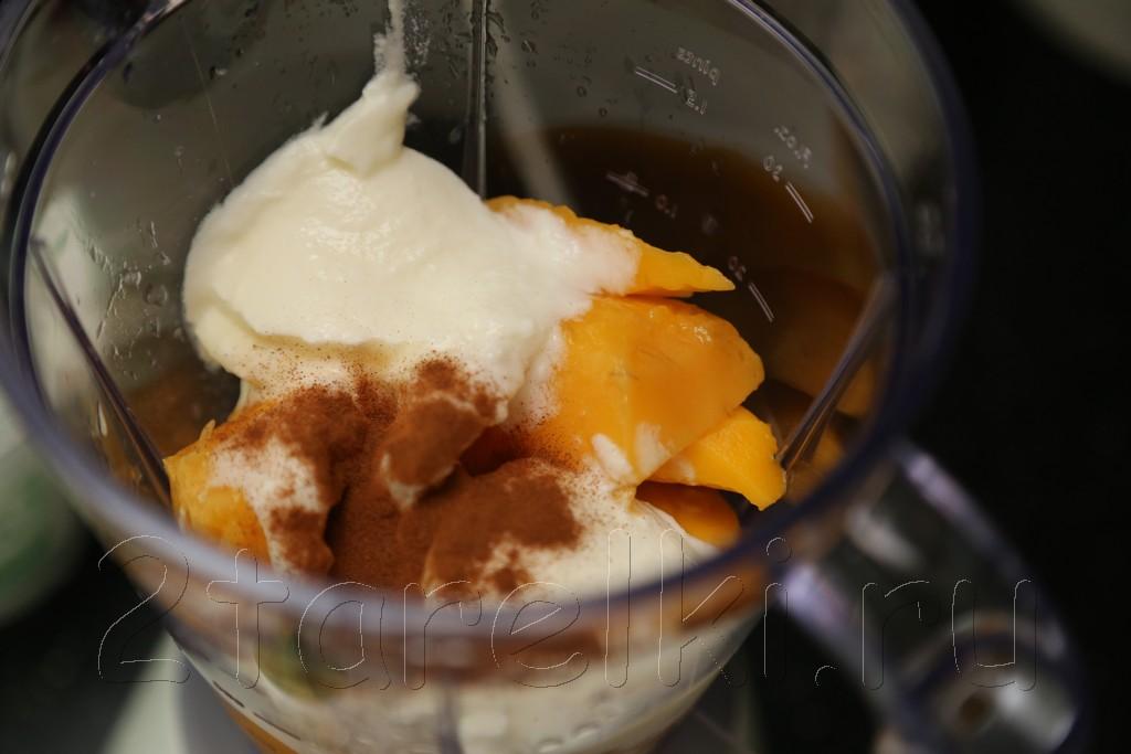 Манговый смузи с медом и корицей
