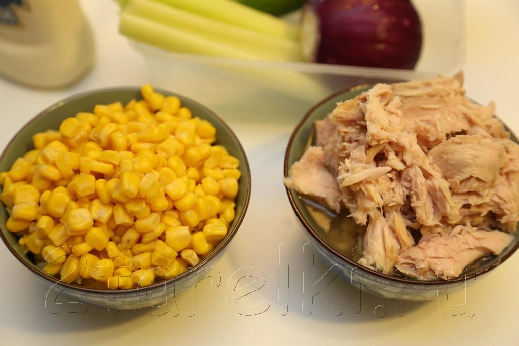 Закусочный салат из тунца и кукурузы 1