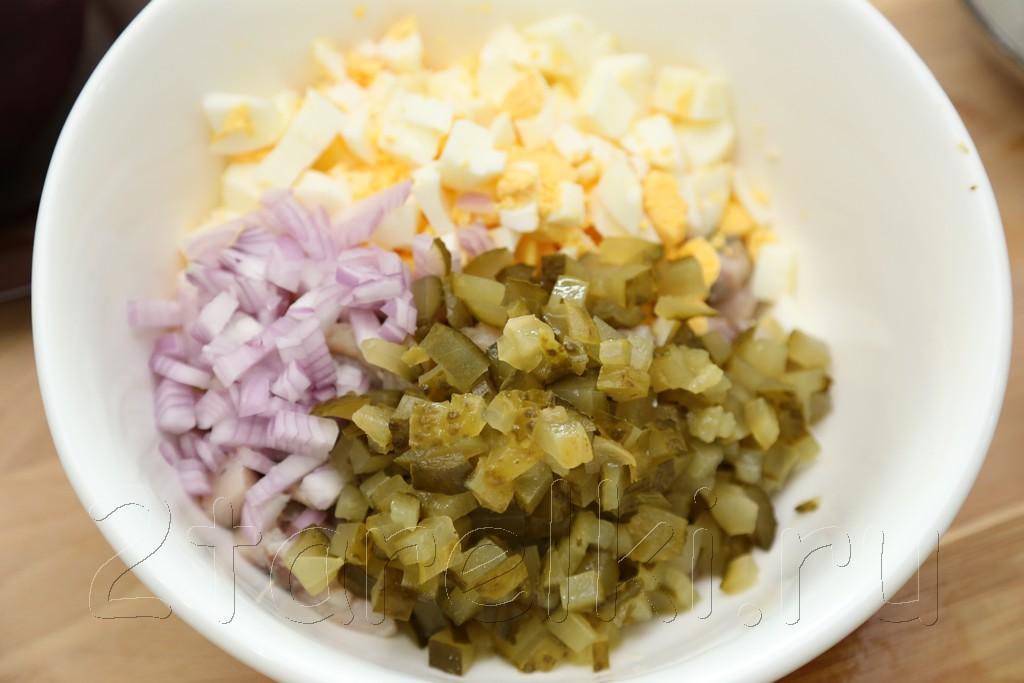 Закусочный салат из сельди со свеклой 2