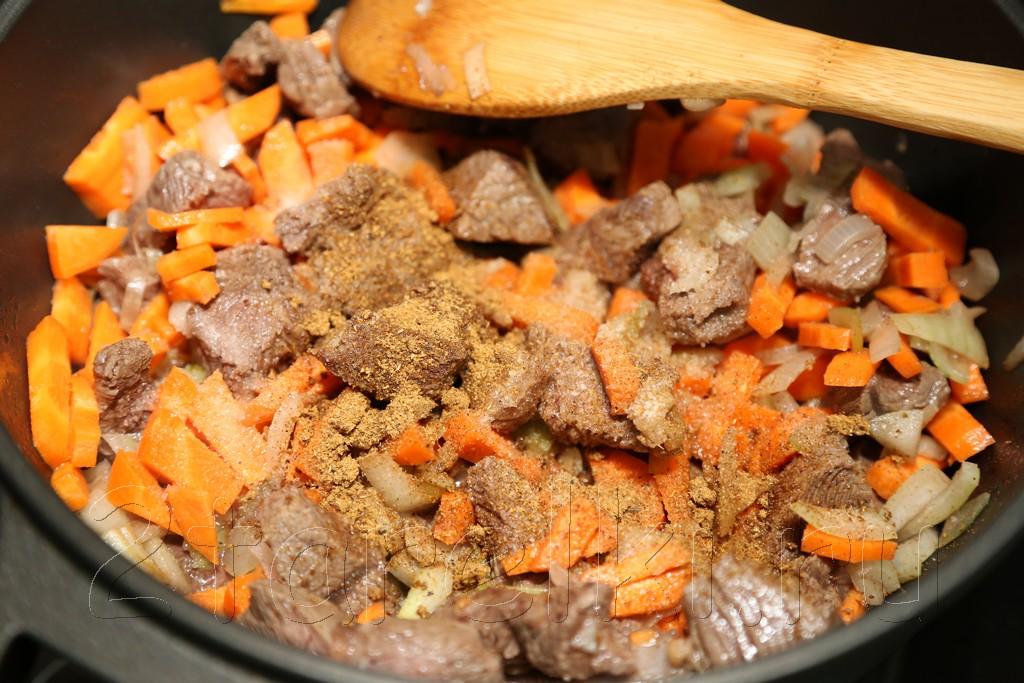 Тушеное мясо в томатном соусе 7