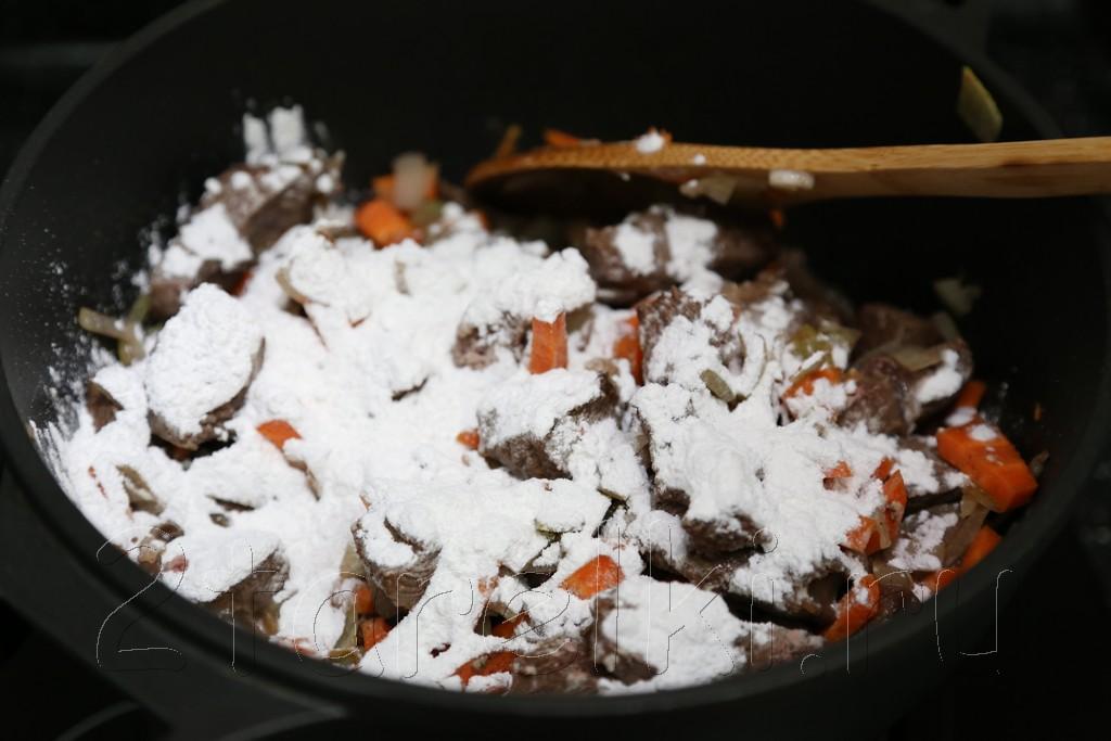 Тушеное мясо в томатном соусе 8