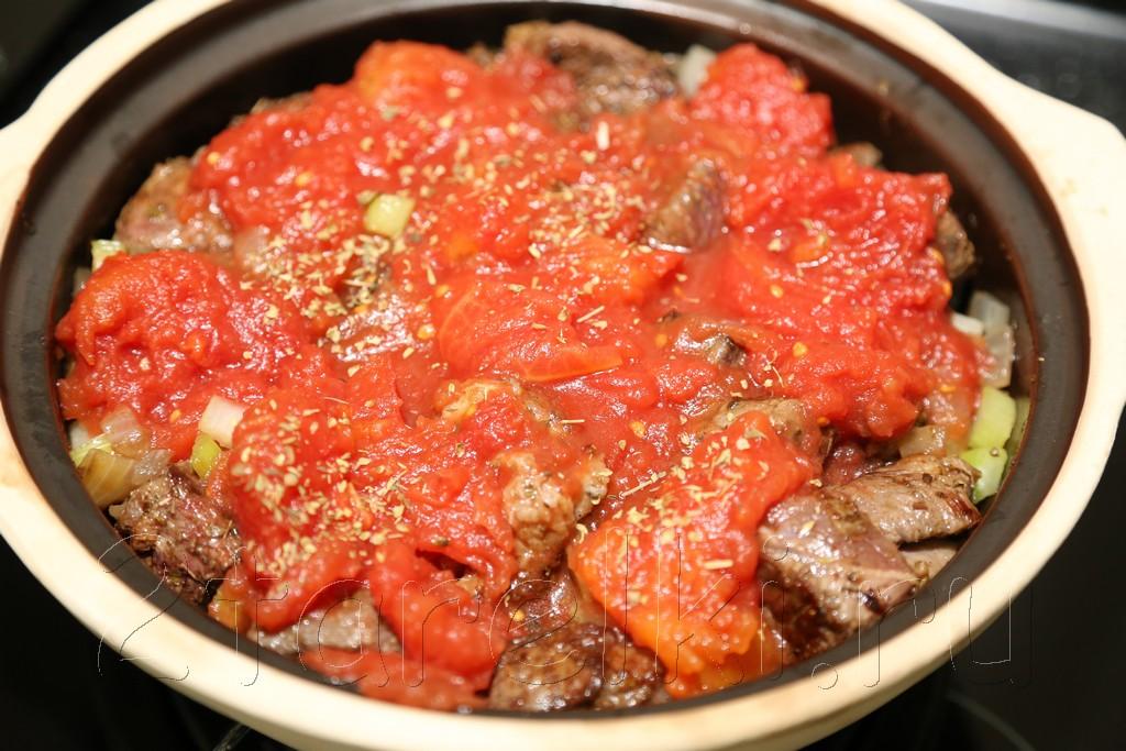 Тушеное мясо в горшочке по-португальски 9