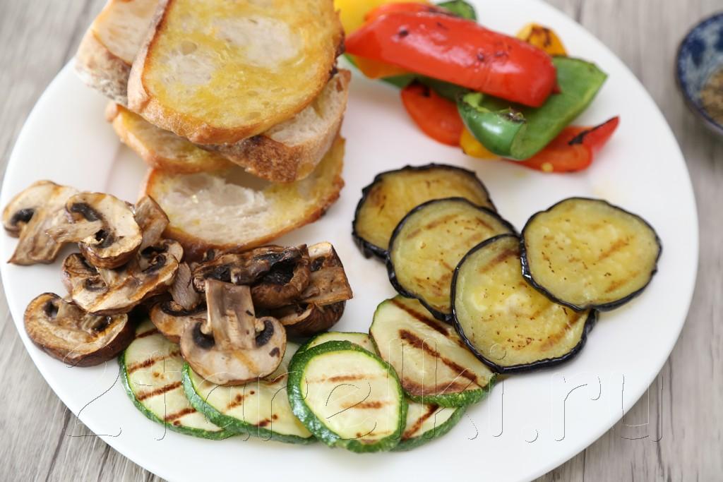 Брускетта с овощами и грибами 5