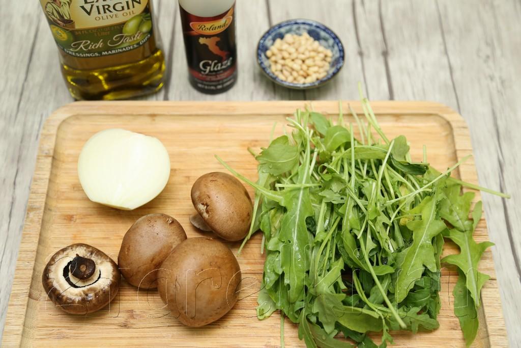 Салат с шампиньонами и рукколой 1