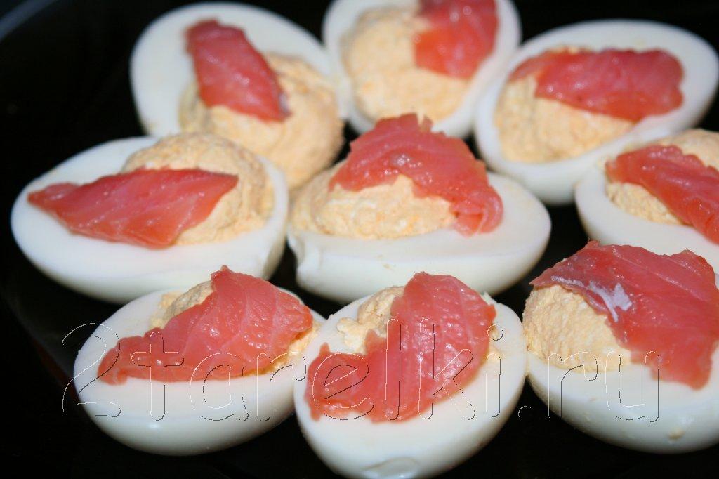 """яйца с семгой и сыром """"Филадельфия"""""""
