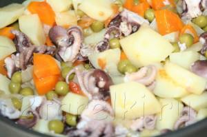 тушеная картошка с осьминогами