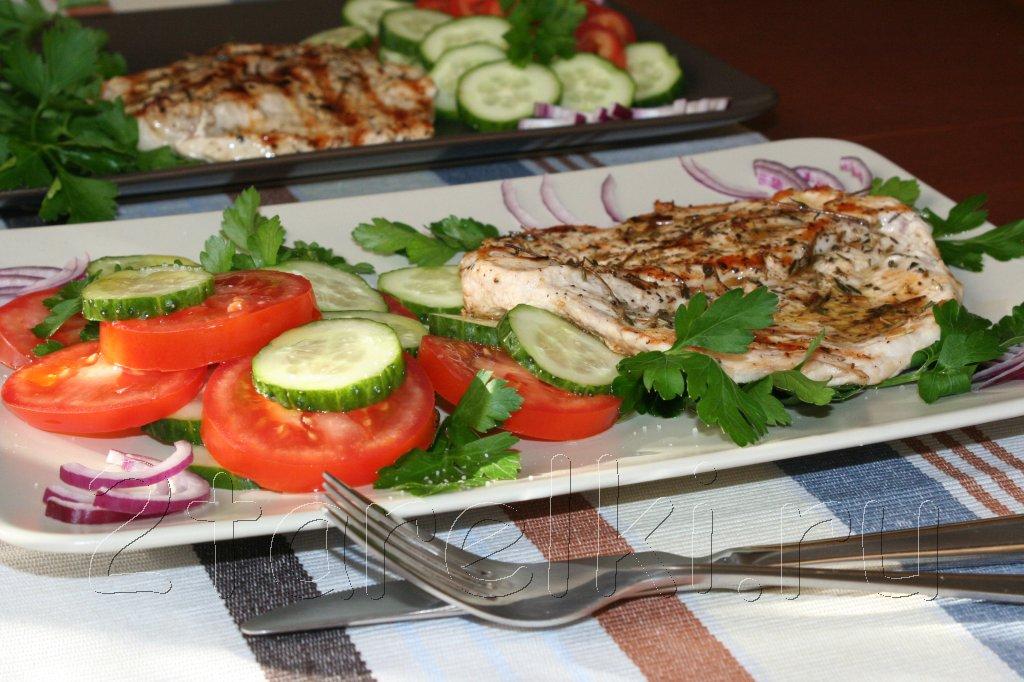 филе индейки с овощным салатом
