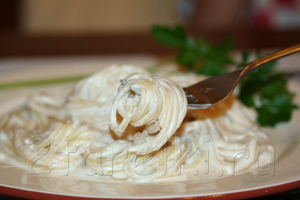 спагетти в сливочно-сырном соусе