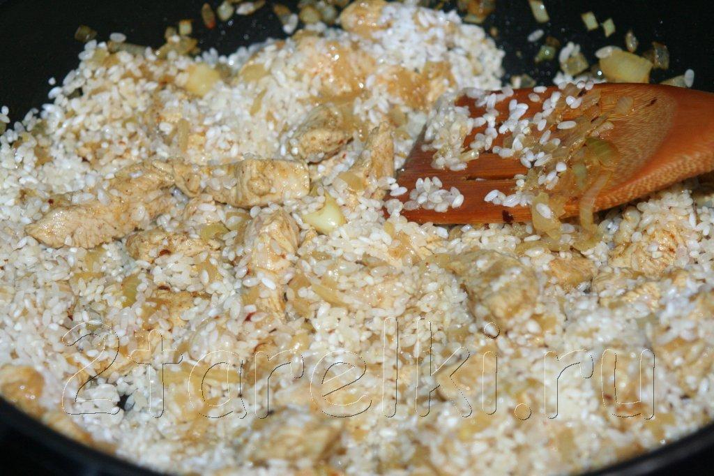Курица в горшочке под томатно-черносливовым соусом – кулинарный рецепт