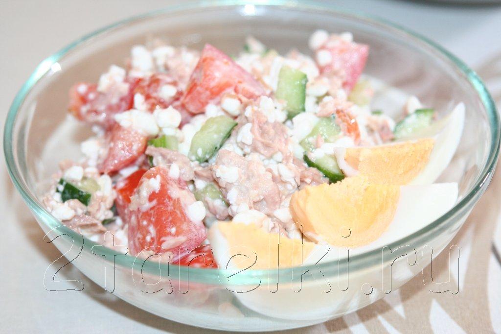 салат из тунца с зернистым творогом