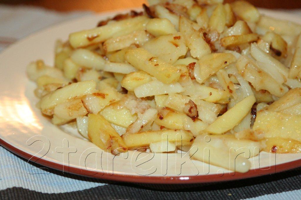 жаренная с луком картошка
