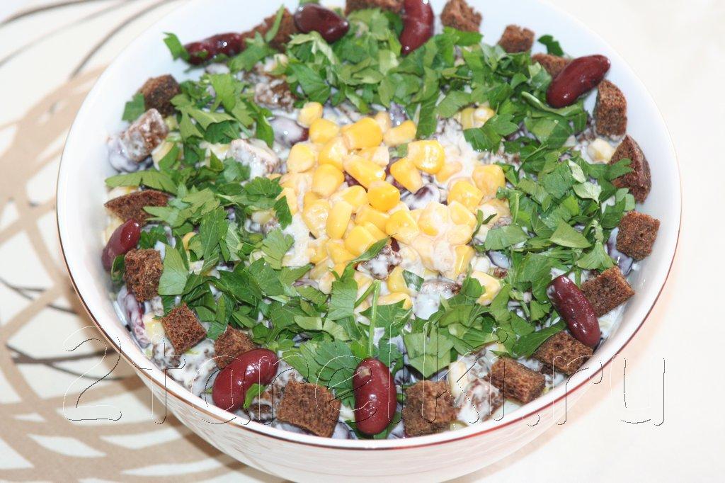 острый салат с фасолью и кукурузой