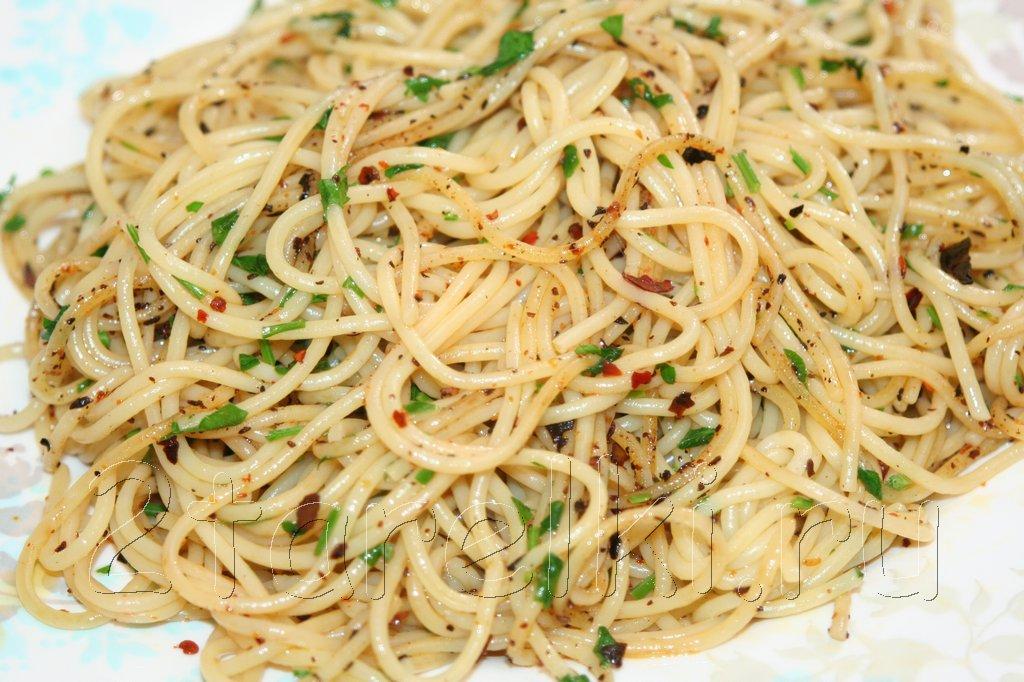 спагетти али-оли-пеперончино