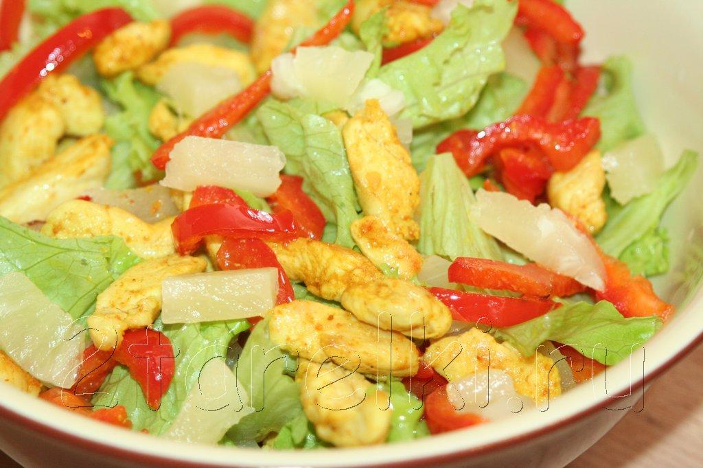 легкий салат из курицы и ананасов