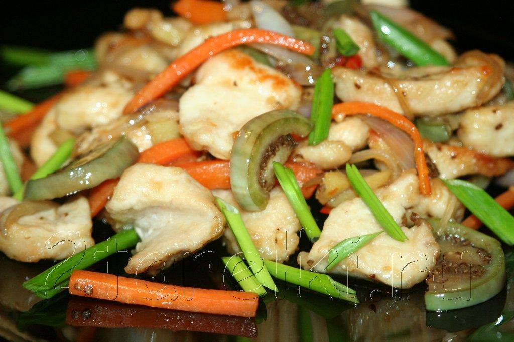 Курица с овощами по-тайски