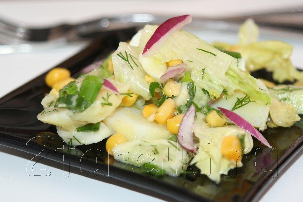Картофельный салат с кукурузой и огурцами