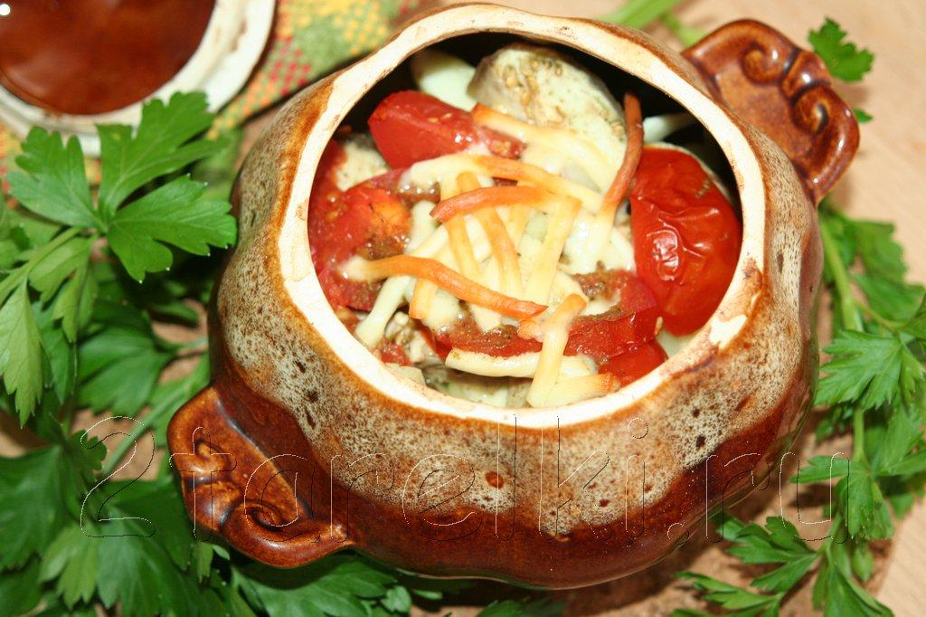 Горшочки с индейкой, сыром и овощами