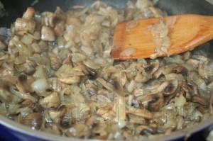 IMG 6706 300x199 Кролик с грибами в сметанном соусе