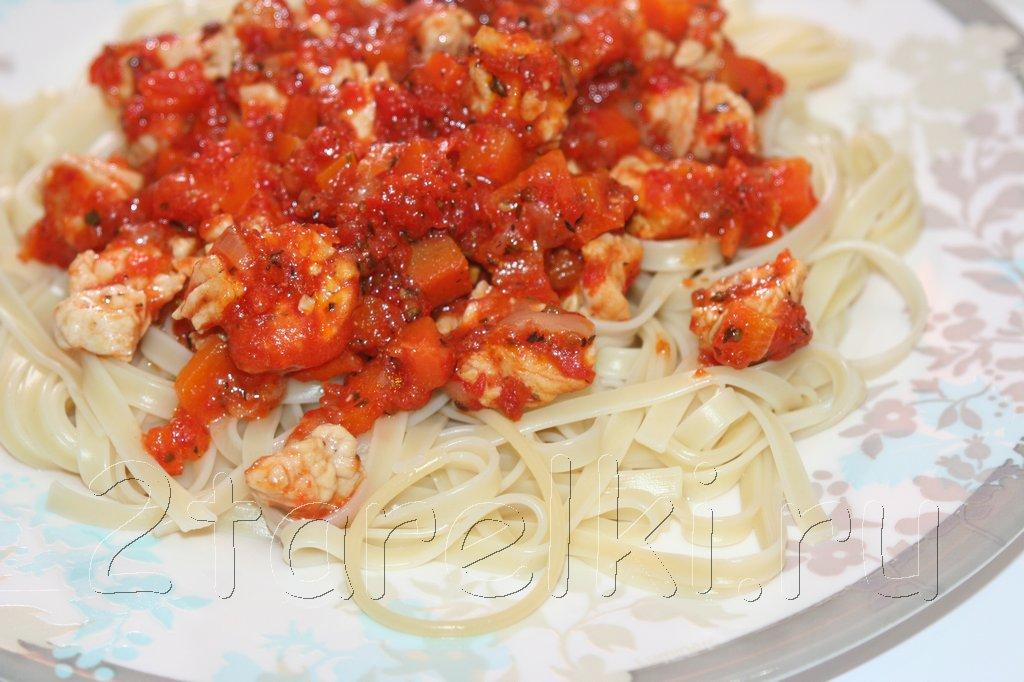 Лапша с индейкой в томатном соусе