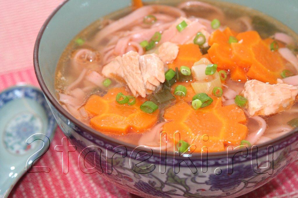 Суп с семгой и лапшой в китайском стиле