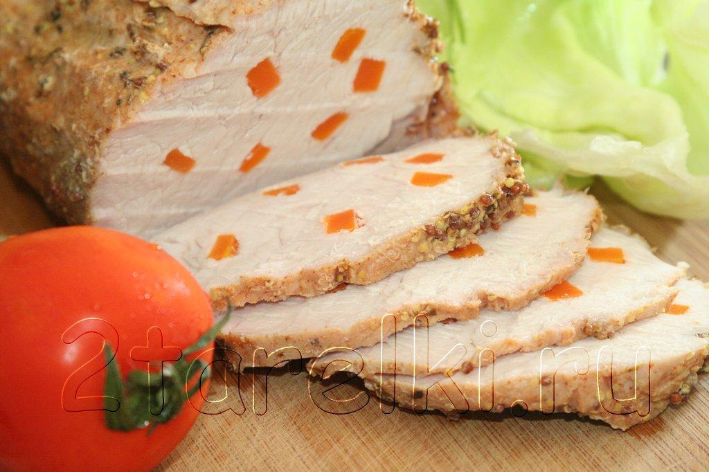 Запеченная свинина и сэндвичи с мясом и овощами