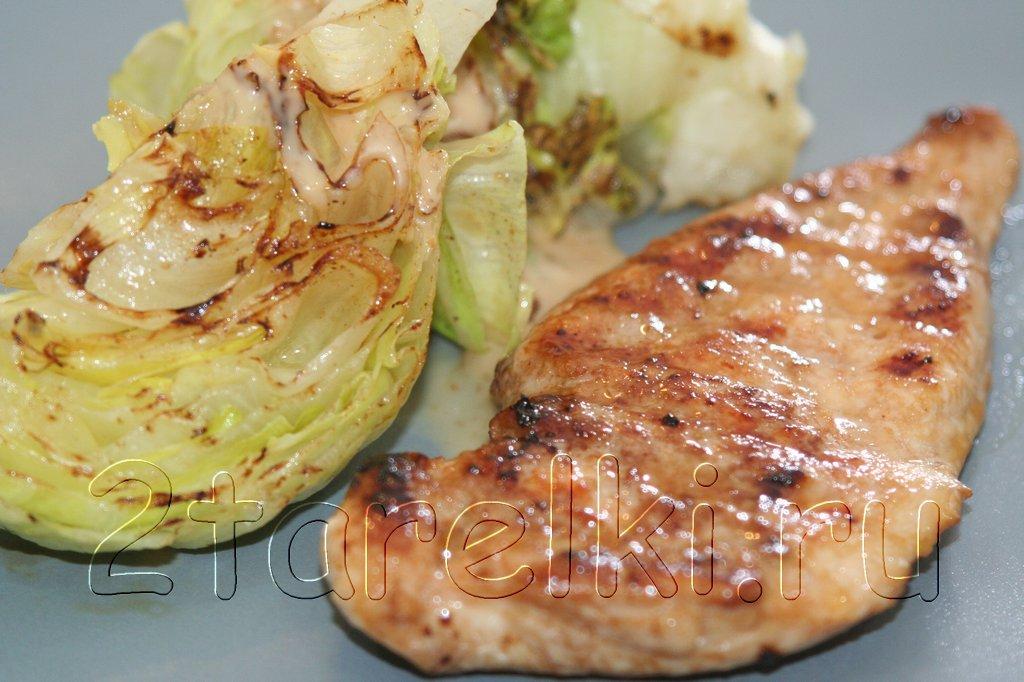Отбивные из курицы с салатом айсберг