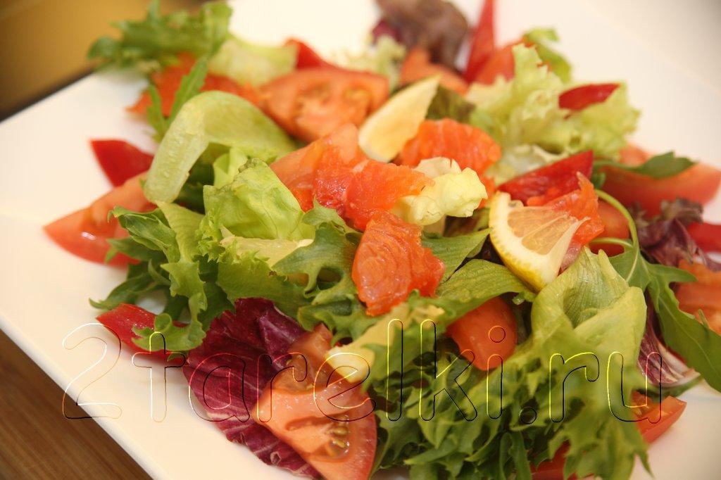 Легкий салатик с семгой