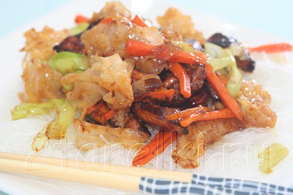 Куриное филе с грибами инъер в устричном соусе
