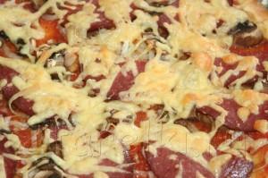 Пицца с грибами и колбасой 9