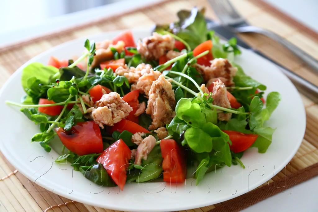 Фитнесс-салат с тунцом и помидорами