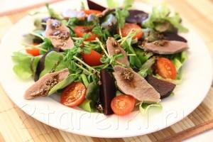 Фитнесс-салат с языком и помидорами