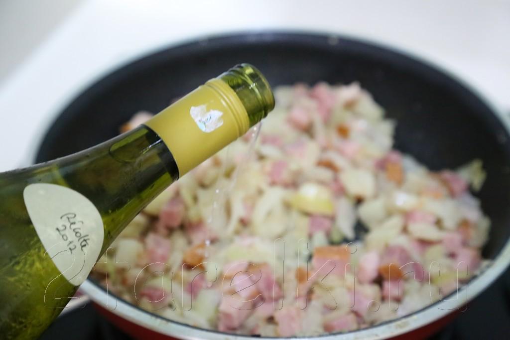 Курица по-португальски с ветчиной и вином 9