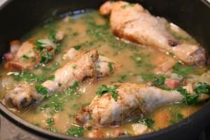 Курица по-португальски с ветчиной и вином 12