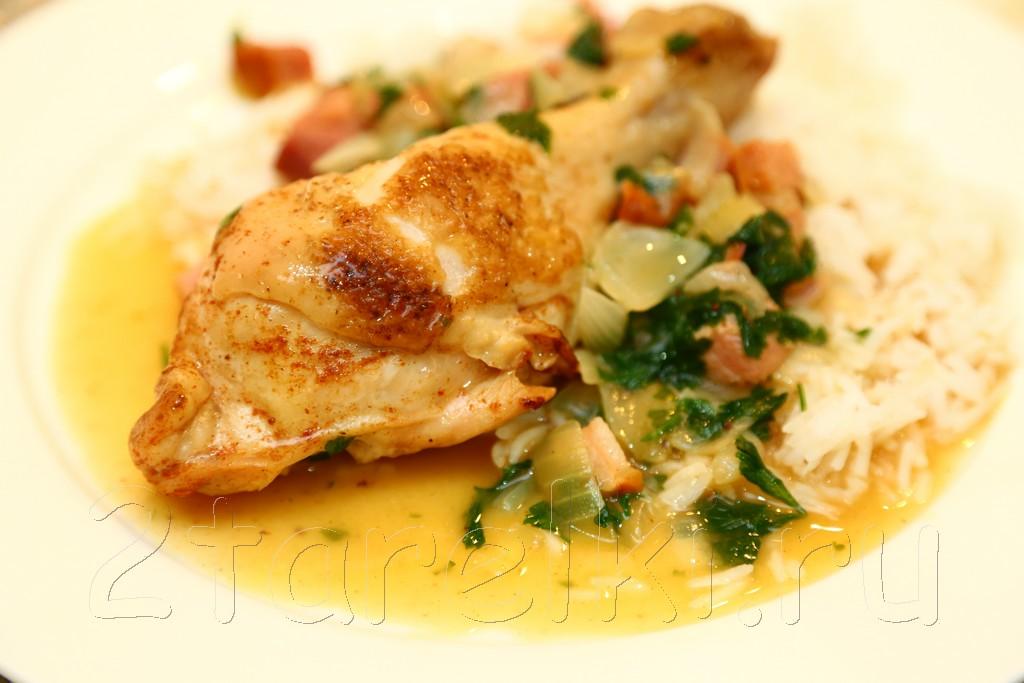 Курица по-португальски с ветчиной и вином