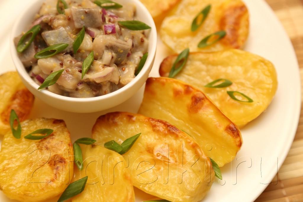 Селедка в горчичном соусе с запеченной картошкой