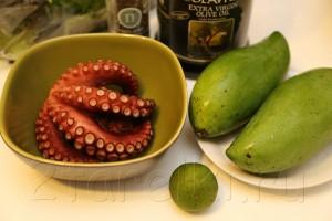 Салат с осьминогом и зеленым манго 1