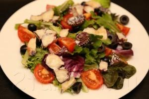 Средиземноморский салат с осьминогом 5