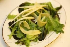 Салат с осьминогом и зеленым манго 4