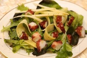Салат с осьминогом и зеленым манго 5