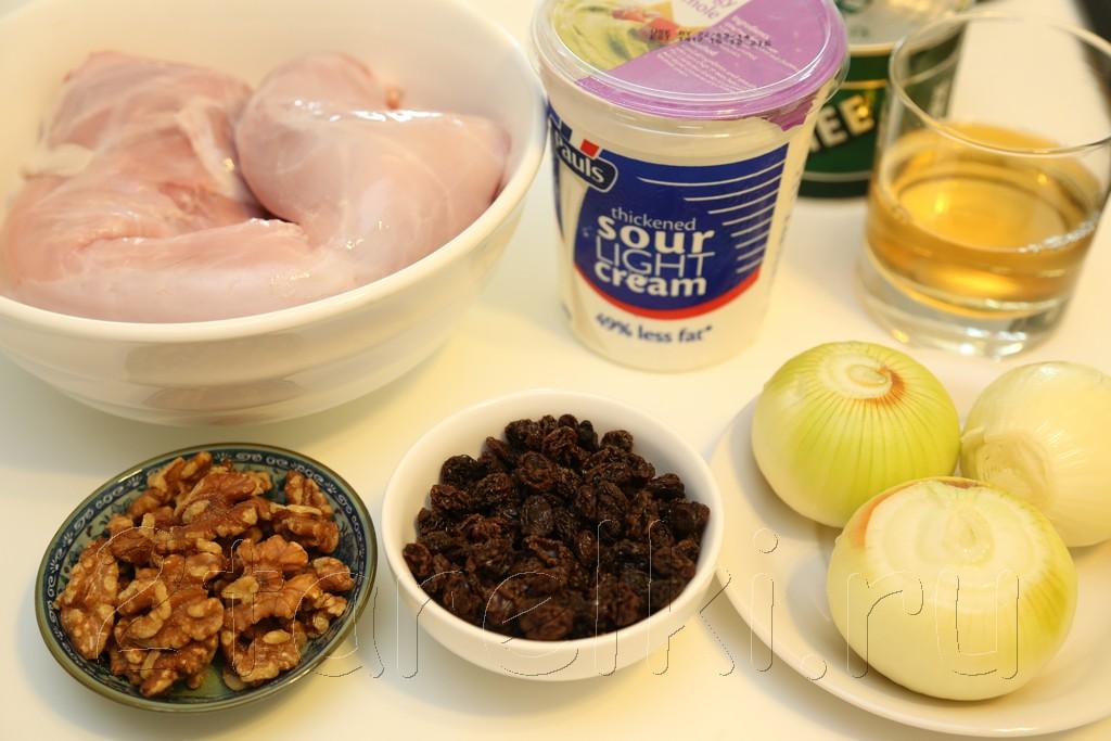Кролик с орехами и изюмом в сметанном соусе 1