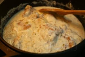 Кролик с орехами и изюмом в сметанном соусе 10