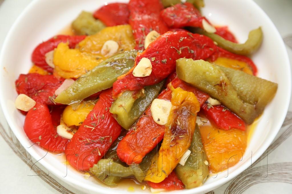 Печеные перцы в пикантном маринаде