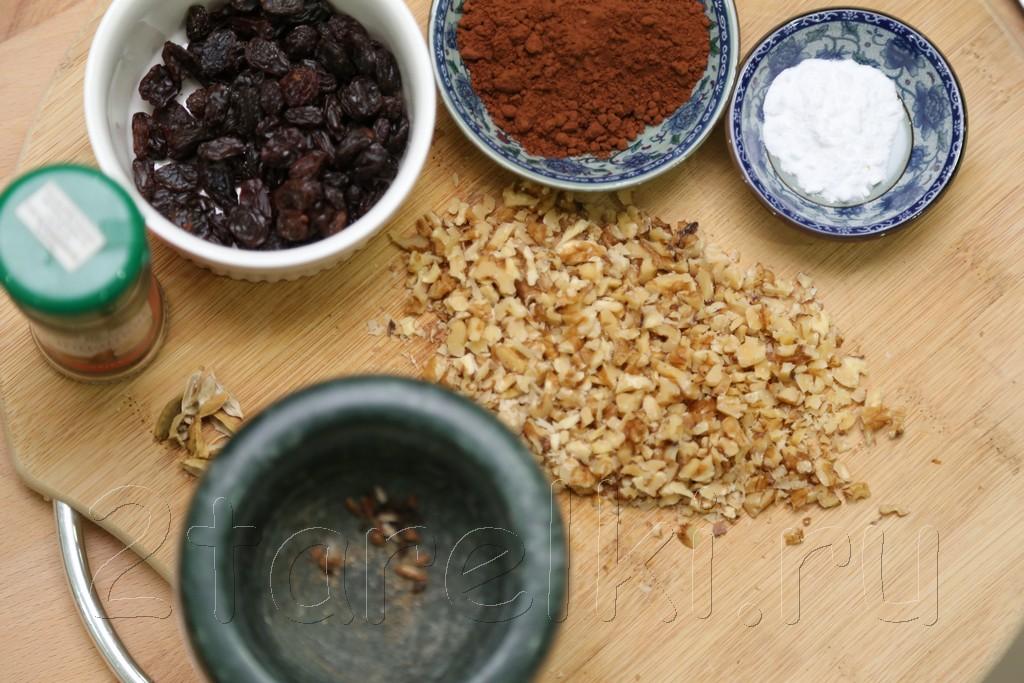 Шоколадная коврижка с орехами и изюмом 4