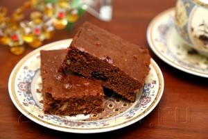 Шоколадная коврижка с орехами и изюмом