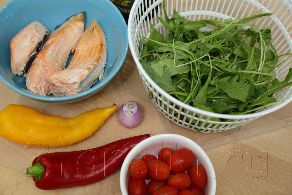 Фитнесс-салат с семгой и рукколой 1