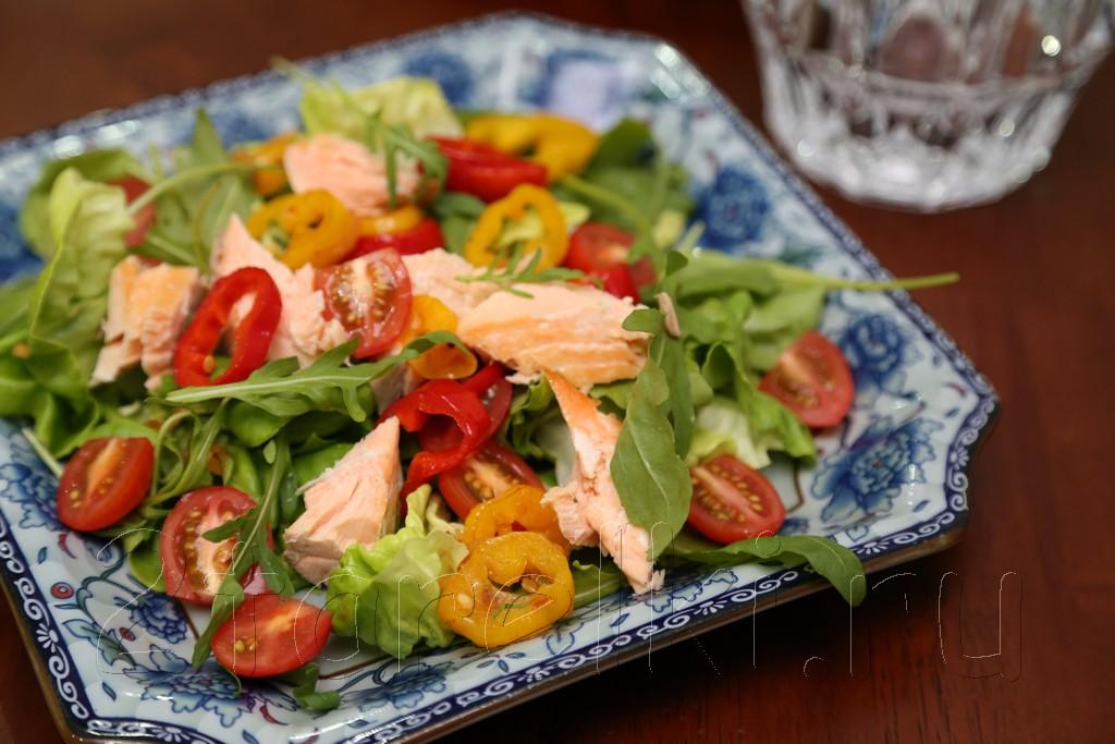Фитнесс-салат с семгой и рукколой