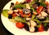 Салат средиземноморский с осьминогом