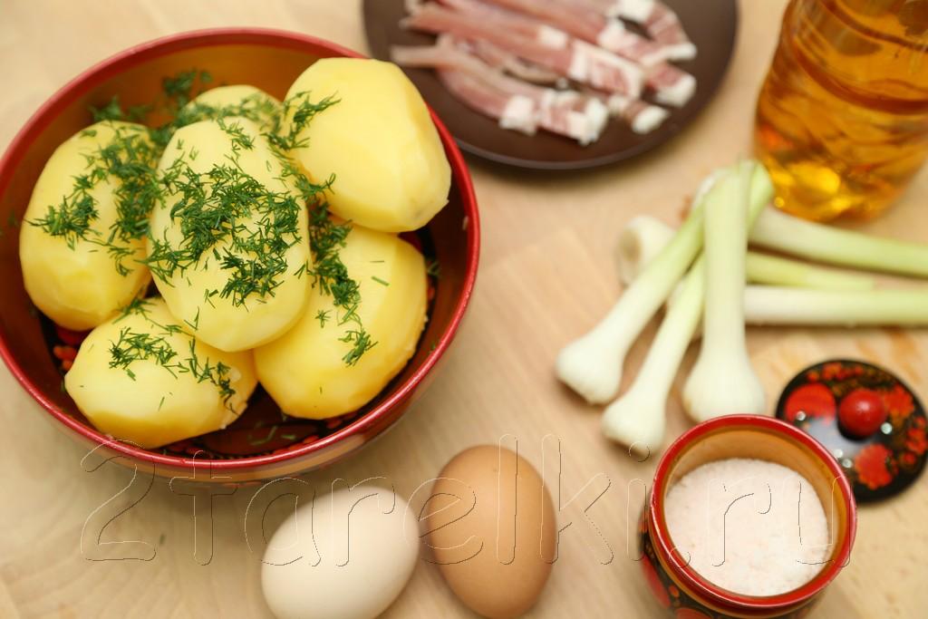 Летний ужин: вареная картошка, чеснок, сало