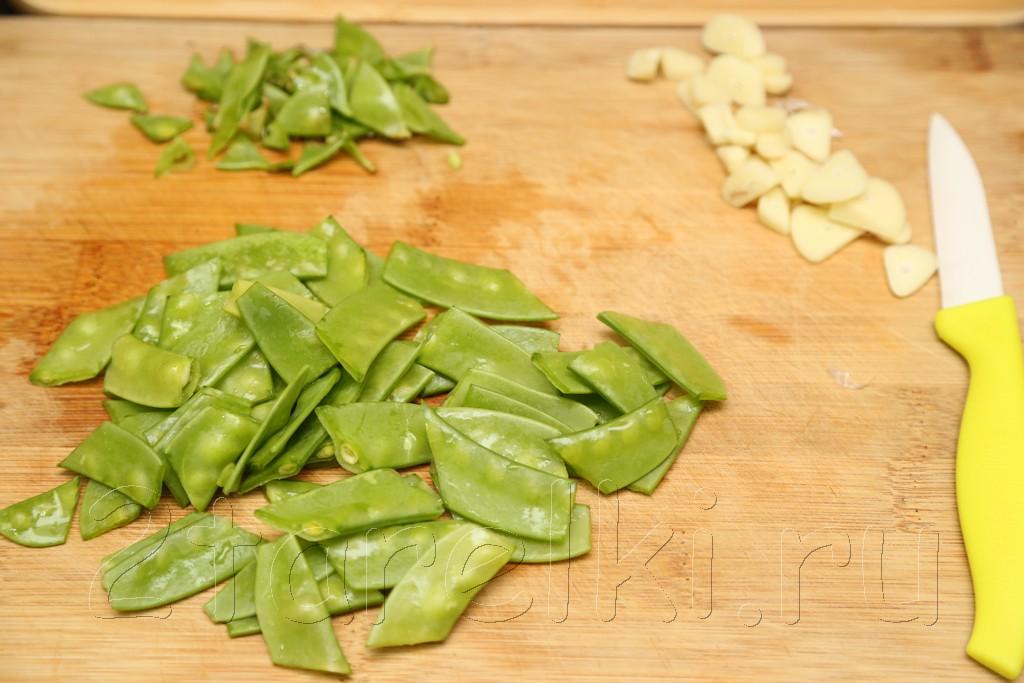 Грибы с зеленым горошком в устричном соусе 2
